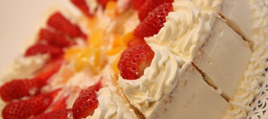 Smetanova sadna torta